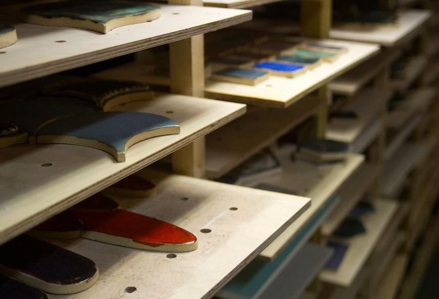 Płytki na półkach